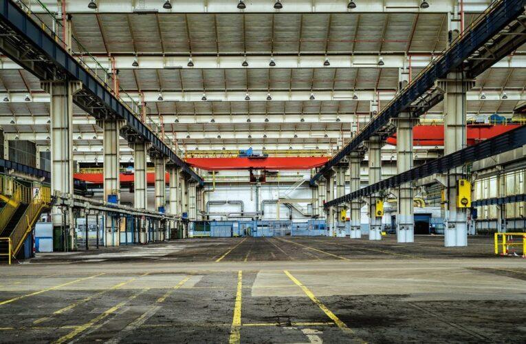 Industriales venezolanos  se las ingenian para sobrevivir
