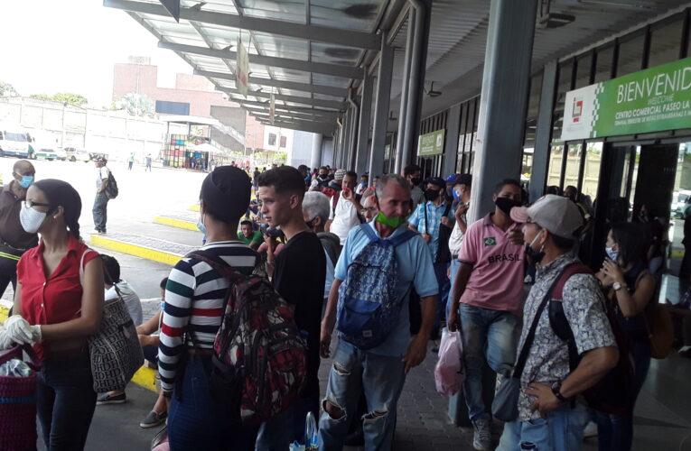 Cada cuatro horas un autobús sale para Carayaca
