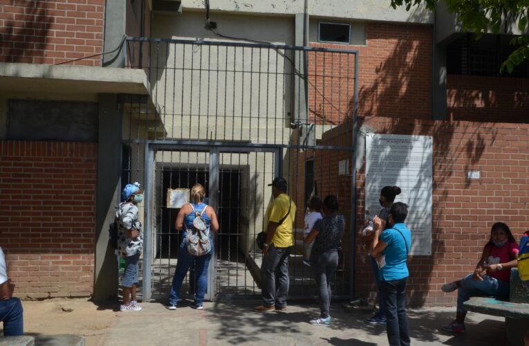 Pacientes piden reactivación de servicios en el Hospitalito