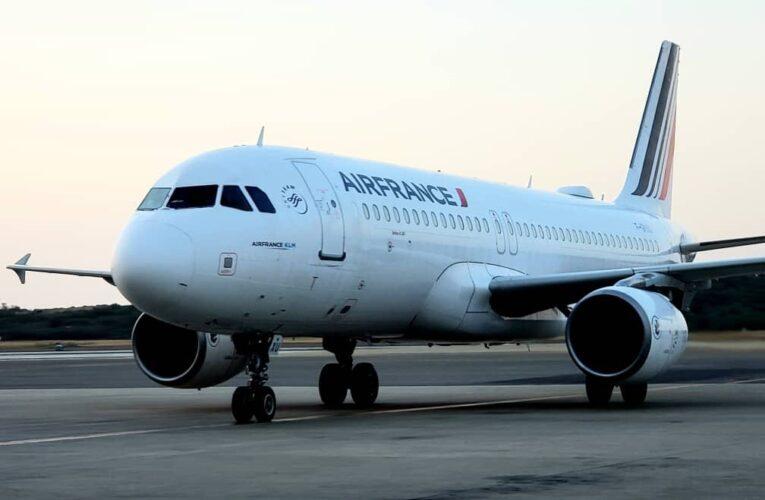 Vuelo humanitario con 108 pasajeros llegó desde Francia
