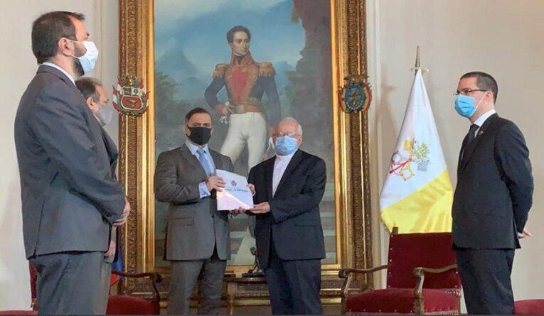 Saab entrega informe al nuncio
