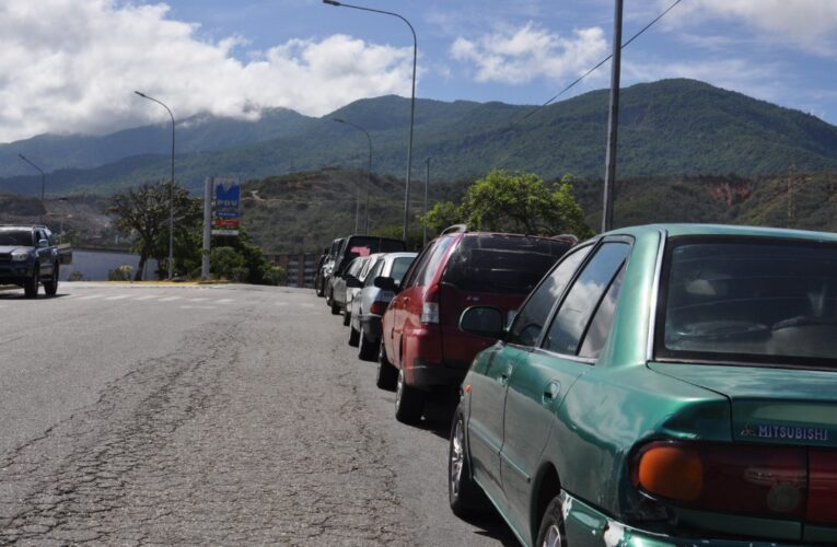 Después de 5 días llegó la gasolina a Carayaca