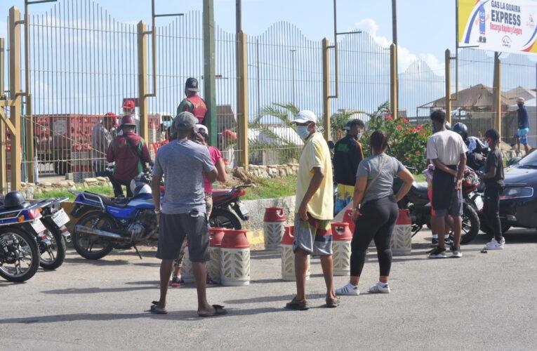 """""""No hay gas para las comunidades sino para los llenaderos express"""""""