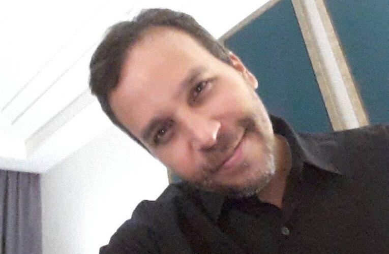 Odontólogo es golpeado por policías y detenido en protesta por gasolina