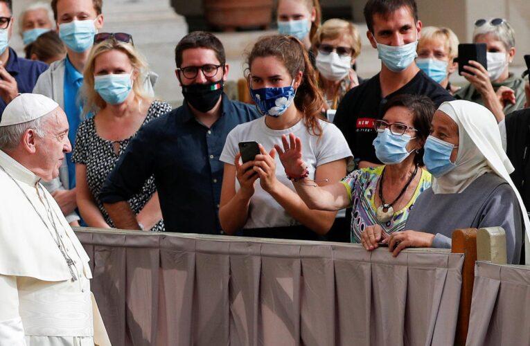 Papa Francisco pide que vacuna contra el virus sea universal