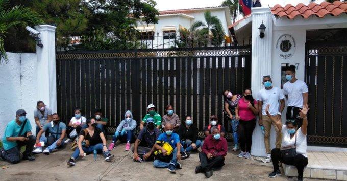 Venezolanos varados en Dominicana vuelven a protestar