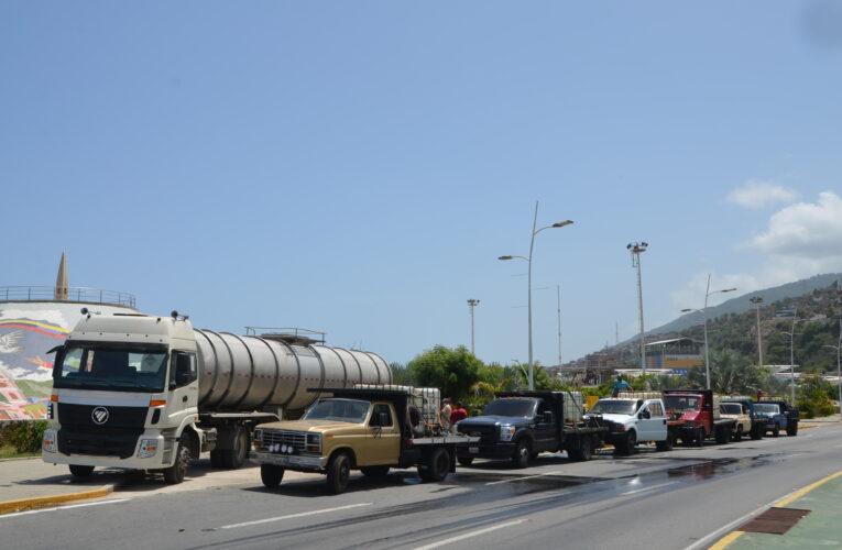 66.000 litros de agua llevó la prefectura a comunidades de La Guaira