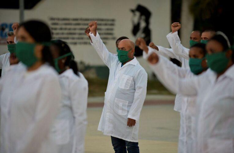 Llegaron 376 médicos cubanos