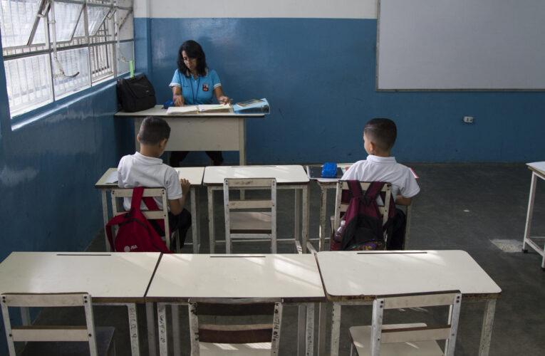 Docentes insisten en no regresar a las aulas si no les suben el sueldo
