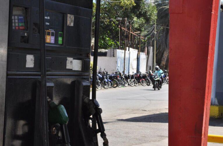 Solo las bombas Naiguatá y Texaco recibieron gasolina este domingo