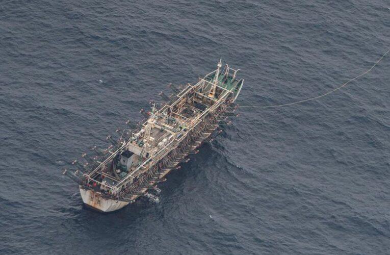 Alertan sobre 300 barcos chinos pescando cerca de Perú