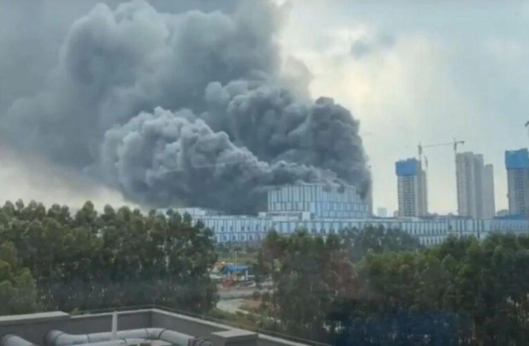 Incendio en planta de Huawei deja tres muertos