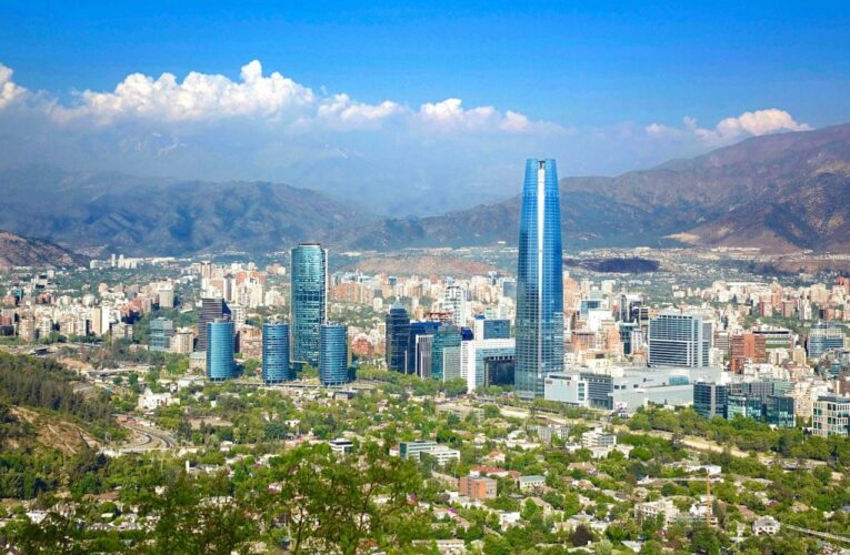 Fuerte olor a gas en Santiago de Chile con causa desconocida