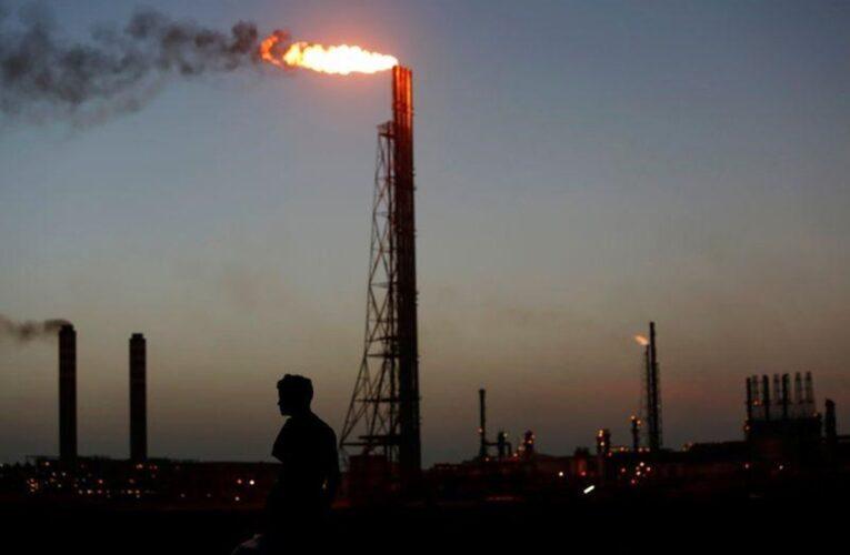 Sigue paralizada la producción de gasolina