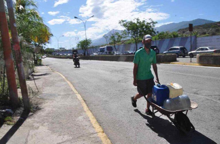 Crisis del agua se acentúa y vecinos se desesperan