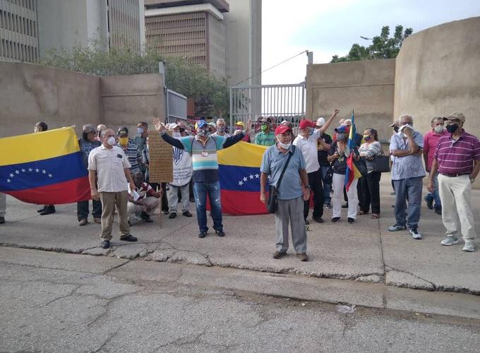 Petroleros protestan para exigir pensión