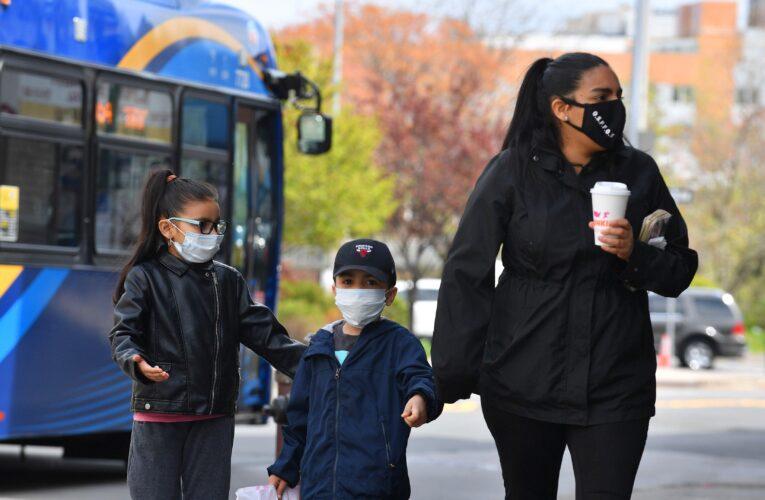 Aumentan un 26% casos de Covid en niños de Florida tras vuelta a clases