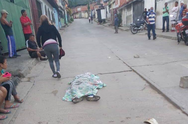 Asesinan a policía en Guarenas para robarle el arma