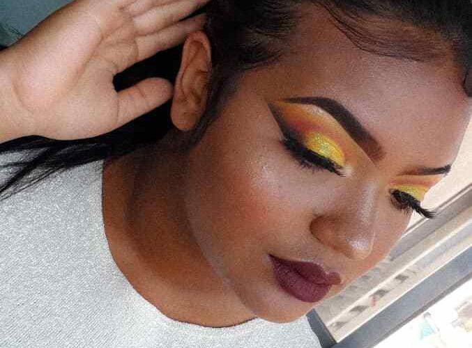 Jóvenes emprenden con el maquillaje