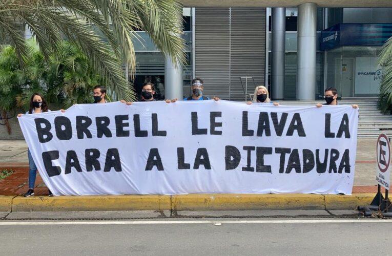 Estudiantes protestaron contra Josep Borrell