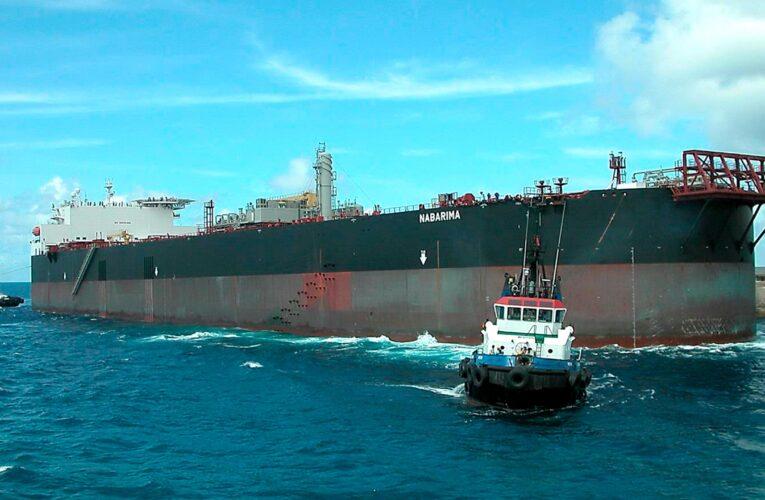 Buque varado en el Golfo de Paria sigue a la espera de solución