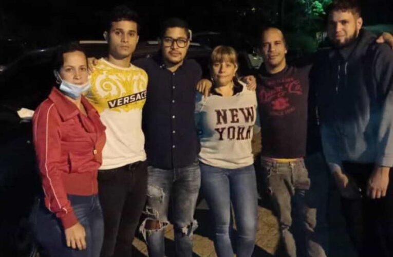 Liberados acompañantes de Roland Carreño