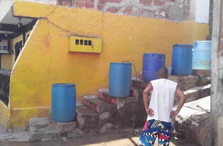 $1 por pipote cuesta el agua en La Alcabala