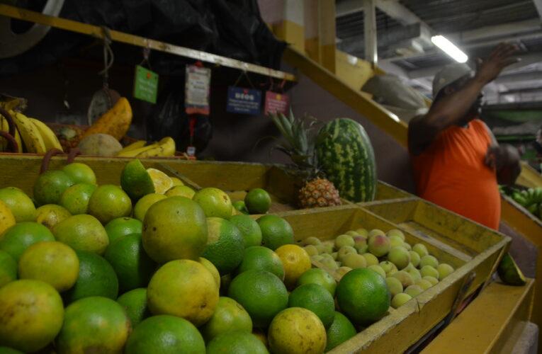 Una manzana y una pera sobrepasan la pensión