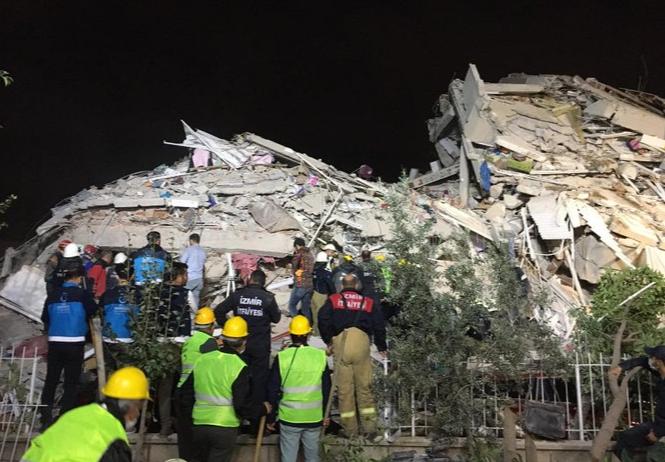 Siguen buscando sobrevivientes de terremoto en Turquía