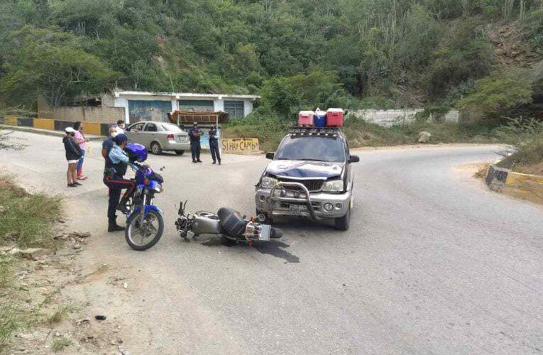 Chocó de frente contra una camioneta en Las Tunitas