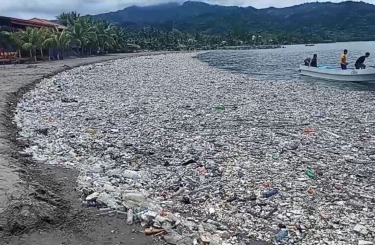 Costa de Honduras se llena de basura