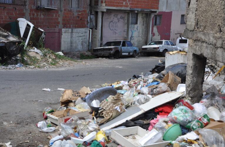 En Canaima tienen un mes que no pasa el aseo urbano
