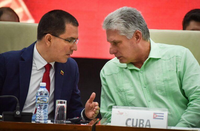 """Cuba """"no renunciará a cooperación con los hermanos venezolanos"""""""