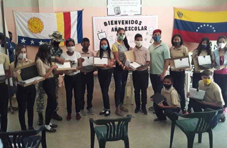 Estudiantes del Montilla recibieron tablets