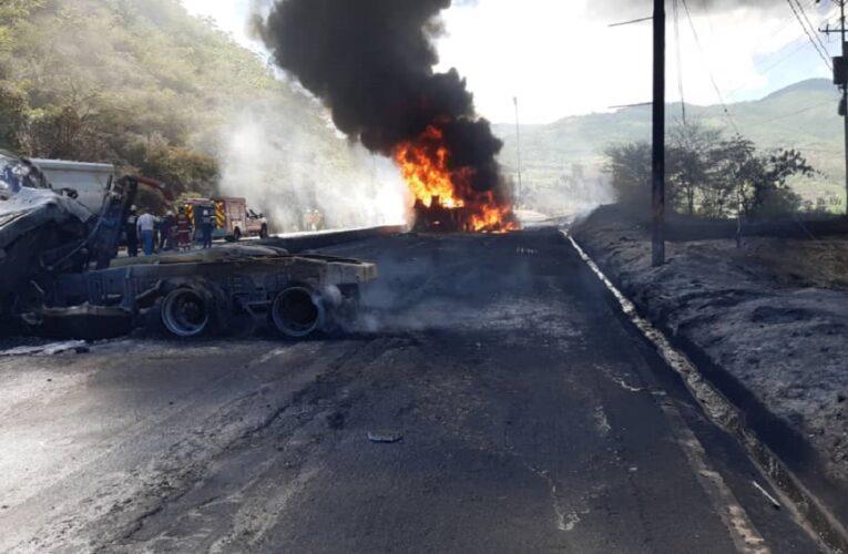Escoltaron con gandolas al chofer fallecido en la Caracas-La Guaira