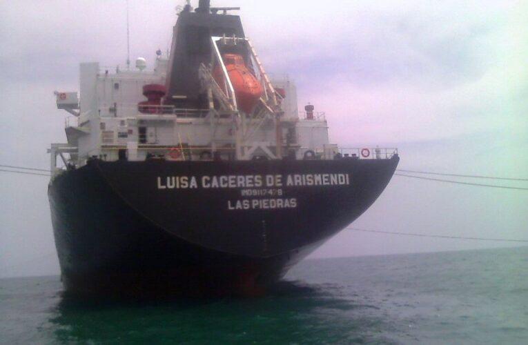 En cuarentena buque con gasolina