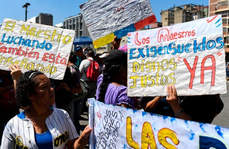 Maestros protestaron en todo el país