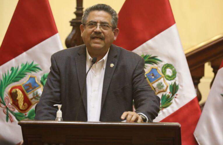 Manuel Merino asume presidencia de Perú