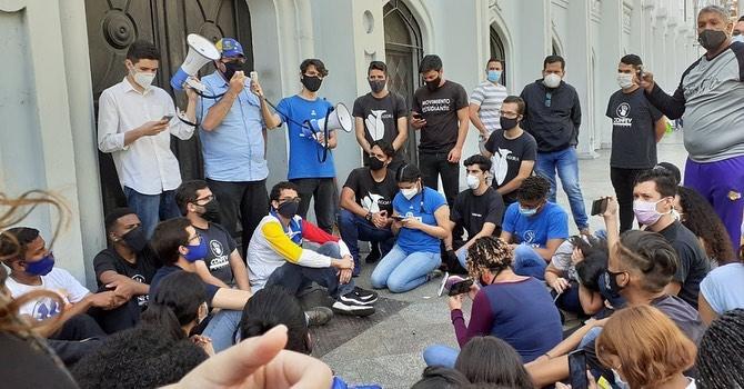 Universitarios exigen reactivación de las clases