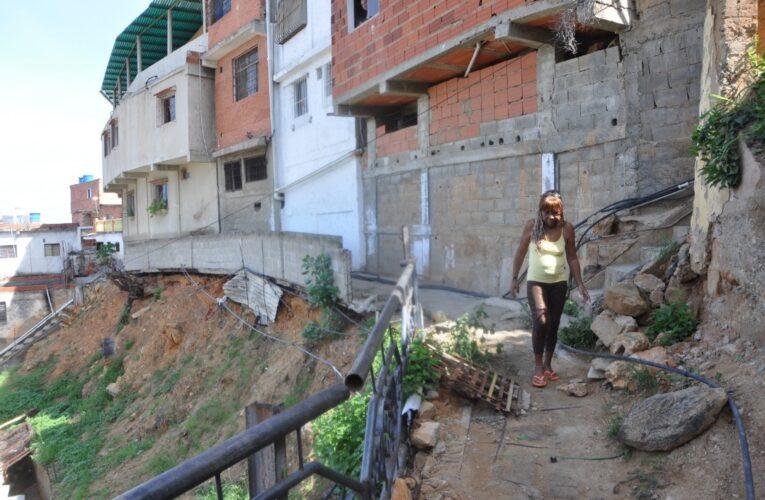 7 casas a punto de caerse en Punta de Mulatos