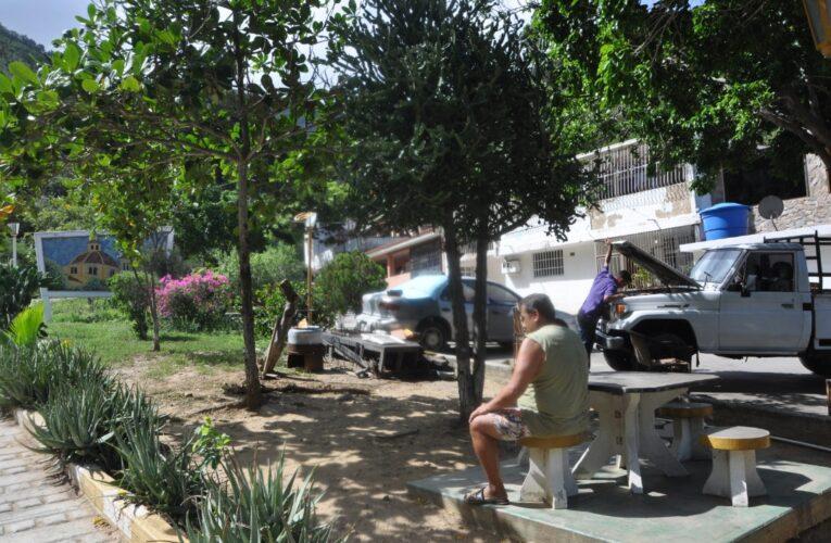 Habitantes de la entrada de Galipán exigen la bolsa del Clap