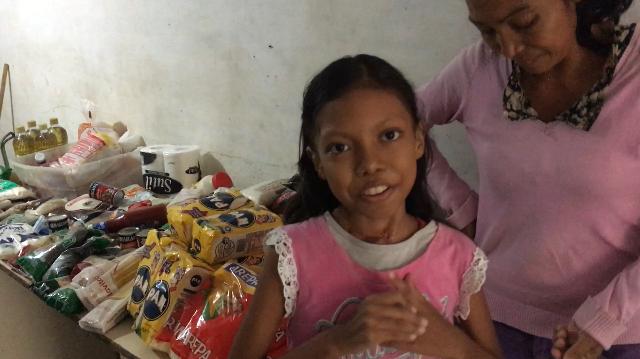 La familia Cambar recibió 60 kilos de alimentos