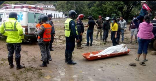 Tres desaparecidos y un muerto deja crecida de río Carapo