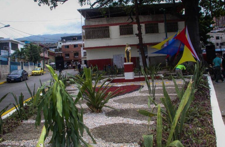 Alcalde Terán inaugura plaza El Carmen en La Soublette