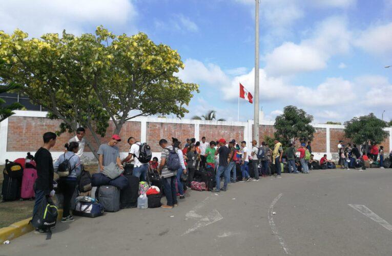 Detienen en Perú a 37 migrantes venezolanos que iban a Chile