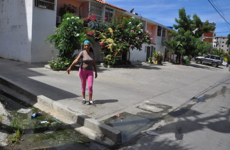 En la Opppe 28 de Tanaguarena colapsaron las aguas servidas