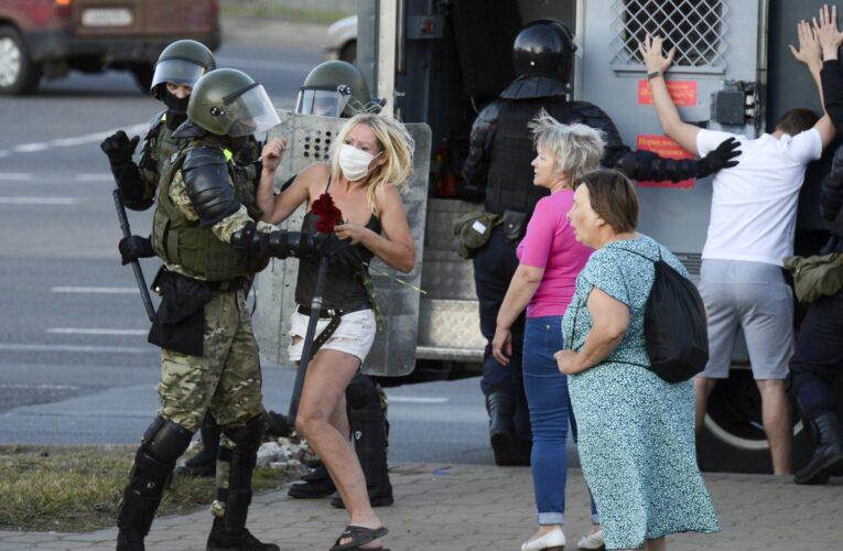 Más de 200 presos por protestar en Bielorrusia