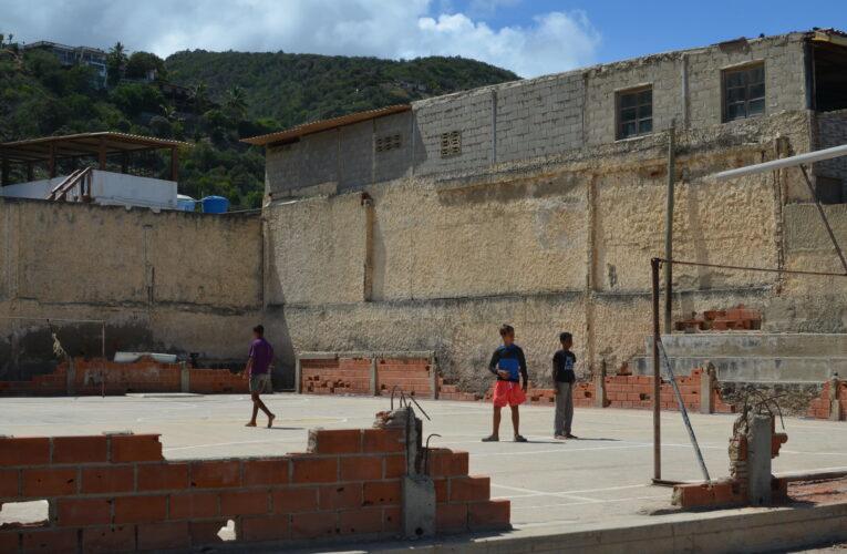 Cancha de Las Salinas no aguanta más promesas