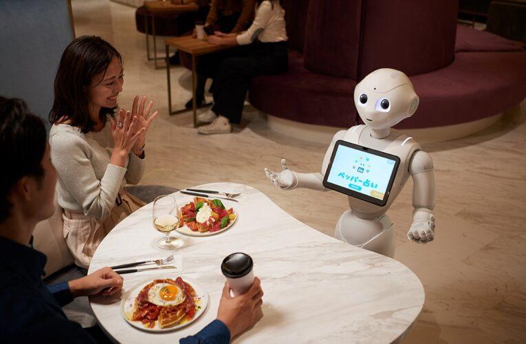 Japón ensaya con robots camareros para evitar el contagio