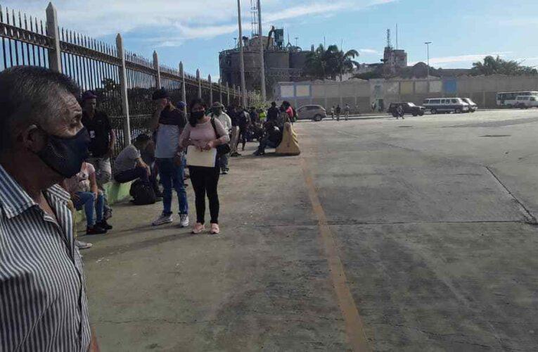 Más de 500 pagaron plantón pasa sacarse la cédula